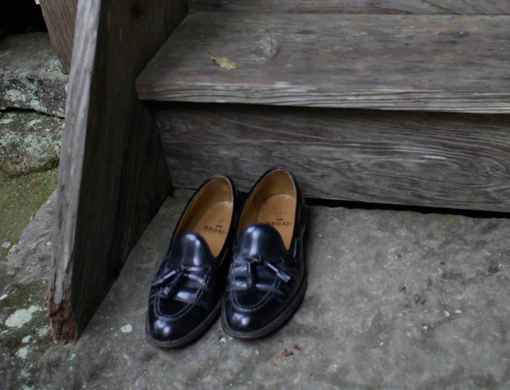 靴はそろえてお堂にあがります。